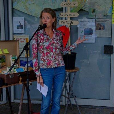 Auteur Sabine van den Berg draagt column voor